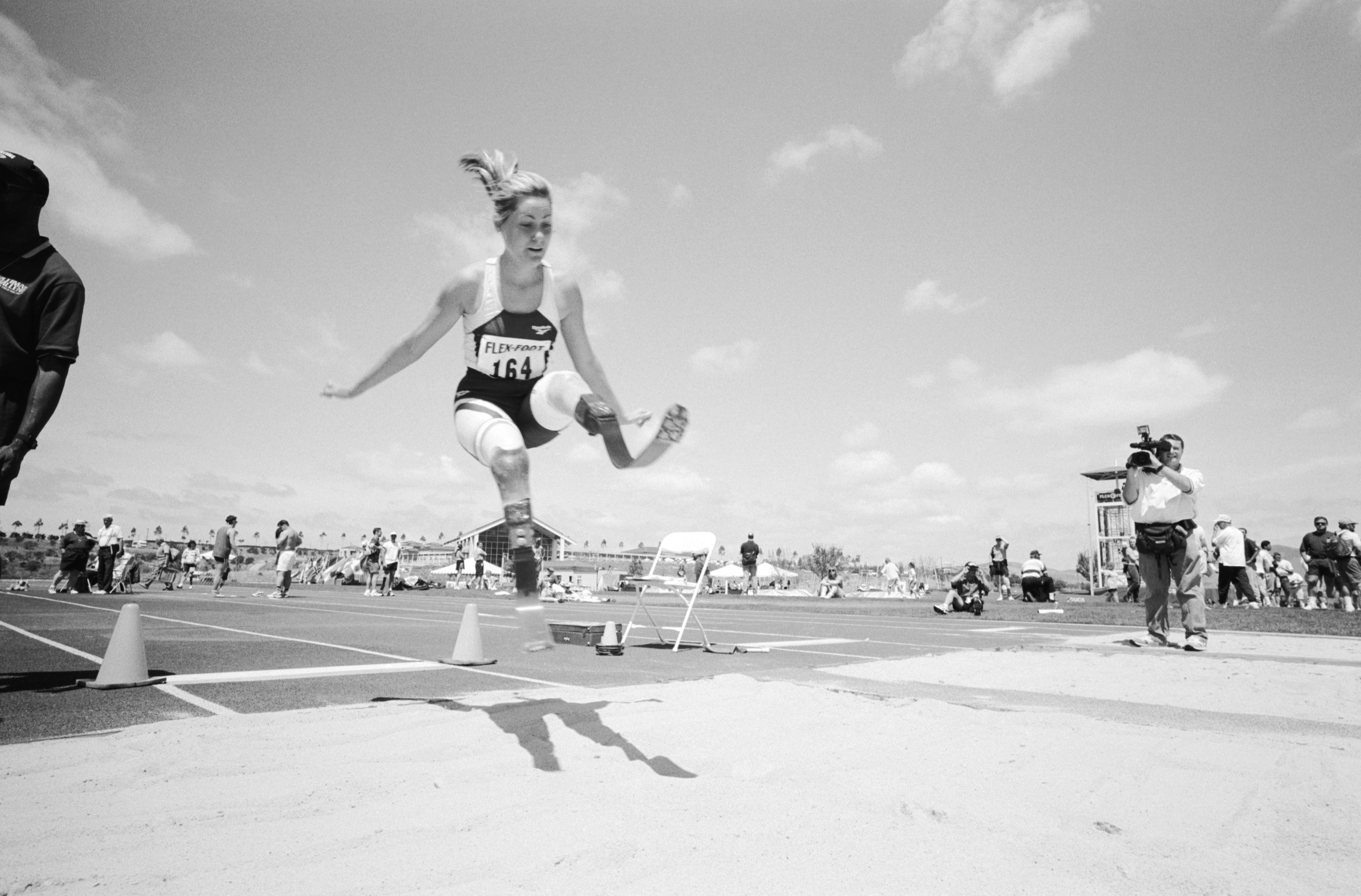 Aimee-Mullins-Long-Jump